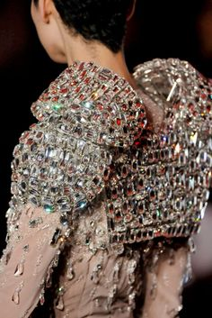 François Lesage – The Haute Couture Embroidery Legend Whenever we watch Europe's finest haute couture fashion shows, the applause is loudly Couture Details, Fashion Details, Look Fashion, High Fashion, Modern Fashion, Timeless Fashion, Fashion Art, Ellie Saab, Couture Fashion