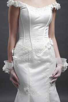 Agnes wedding dress is vintage inspired!