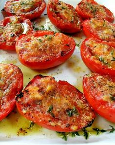 Need a quick and healthy side dish for dinner? Then make this delicious Clean Eating Garlic Grilled Tomatoes recipe. / includes a number of good-sounding recipes. Side Recipes, Vegetable Recipes, Vegetarian Recipes, Healthy Recipes, Vegetarian Grilling, Grilling Chicken, Healthy Grilling, Bbq Grill, Grill Pan