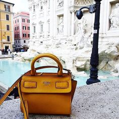 From 🇪🇸 to 🇮🇹! Our Mini Cate Handbag is getting a round-the-world tour 🌎 Available exclusively on GUESS.EU (📷: @maryjosiecom) #LoveGUESS