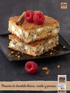 Brownie de chocolate blanco, canela y nueces pecanas Chocolate Brownies, Chocolate Desserts, Blondie Brownies, Cheesecake Cake, Brownie Bar, Delicious Desserts, Cupcake Cakes, Cravings, Bakery