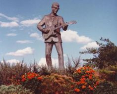 Buddy Holly Statue in Lubbock, Texas ~ he was born raised in Lubbock ~ RIP Buddy! Texas Texans, Texas Tech, Cheapest Places To Live, Eyes Of Texas, Only In Texas, Visit Texas, Texas Man, Lubbock Texas, Loving Texas