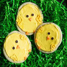 These Easter desserts are delicious and fun to make. From cookies and cakes to brownies and treats, there is something for everyone to enjoy this Easter. Easter Cupcakes, Easter Cookies, Easter Treats, Easy Easter Desserts, Holiday Baking, Dessert Table, Dessert Recipes, Christmas Ornaments, Holiday Decor