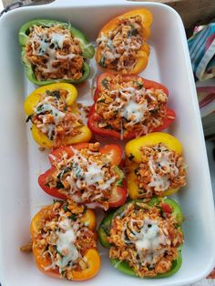 THESE were SO good tonight! Very SIMPLE too! Ingredients: 4 bell peppers 1 Tbsp avocado oil or olive oil 1 yellow onion diced 8 ounces fresh mushrooms diced 1 pound ground turkey 1 tsp sea salt - or to taste tsp ground pepper 1 Ground Turkey Stuffed Peppers, Stuffed Peppers Healthy, Stuffed Turkey, Stuffed Pepper Recipes, Italian Stuffed Peppers, Clean Eating Recipes, Cooking Recipes, Gastronomia, Recipes