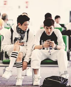 Find images and videos about kpop, exo and chanyeol on We Heart It - the app to get lost in what you love. Kris Exo, Exo 12, Park Chanyeol Exo, Kyungsoo, Exo Group, Exo Couple, Exo Lockscreen, Wu Yi Fan, Exo Memes