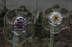 Catalina, a blog follower posted these amazingly beautiful glass plate flowers as inspiration for my blank slate garden last week and I was ...