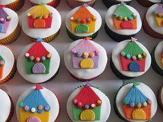 Doces Bárbaros: Cupcakes e docinhos de circo