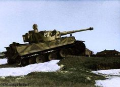 """Tiger I design.  E. [Sd.Kfz.  181], torony száma 812 """"Tiki"""", 8Kp./ SS páncélos ezred.  2 """"THE KINGDOM"""" 1943."""