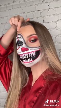 Looking for for inspiration for your Halloween make-up? Check this out for creepy Halloween makeup looks. Halloween Makeup For Kids, Halloween Makeup Sugar Skull, Amazing Halloween Makeup, Kids Makeup, Scary Makeup, Halloween Makeup Looks, Makeup Ideas, Horror Makeup, Evil Clown Makeup