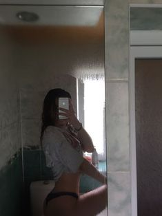 Photo in the mirror Selfie Poses, Selfie Sexy, Photographie Portrait Inspiration, Bad Girl Aesthetic, Instagram Pose, Insta Photo Ideas, Body Inspiration, Tumblr Girls, Photo Poses
