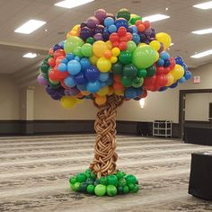 Awesome balloon creation made by someone outside of our area. Balloon Tree, Balloon Crafts, Birthday Balloon Decorations, Balloon Backdrop, Balloon Gift, Balloon Flowers, Balloon Columns, Diy Party Decorations, Balloon Garland