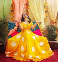 One time when yellow yellow is not a dirty fellow is during HALDI ! Yes, haldi photoes look amazing when all you see is yellow and these… Bridal Mehndi Dresses, Mehendi Outfits, Indian Bridal Outfits, Wedding Outfits, Wedding Dresses, Designer Party Wear Dresses, Indian Designer Outfits, Haldi Ceremony, Designer Bridal Lehenga