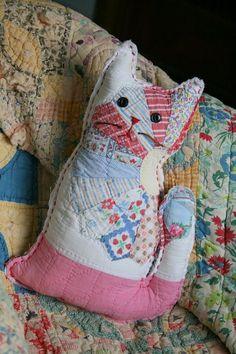 repurposing old quilts Quilt Baby, Cat Quilt, Old Quilts, Vintage Quilts, Vintage Sewing, Vintage Linen, Table Vintage, Quilting Projects, Sewing Projects