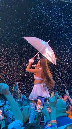 This is so cute omg just like the fake snow & the umbrella So the other day I was counting how many hours I liste. Ariana Grande Fotos, Ariana Grande Pictures, Adam Sandler, Bae, Ariana Grande Sweetener, Ariana Grande Wallpaper, Dangerous Woman, Favorite Person, Scarlett Johansson