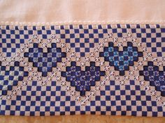Pano de Prato com aplicação de tecido xadrez e bordado em ponto cruz duplo.  Confeccionado em tecido de sacaria próprio para pano de prato.    * Veja outras opções no Álbum de Produtos - PANO DE PRATO    ** Visite também a nossa loja www.elo7.com.br/withlove Chicken Scratch Patterns, Chicken Scratch Embroidery, Hardanger Embroidery, Embroidery Stitches, Hand Embroidery, Crafts For Girls, Arts And Crafts, Bordado Tipo Chicken Scratch, Sewing Baby Clothes