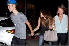 Selena Gómez vuelve con Justin Bieber y hace una macrofiesta que no terminó bien (Video) - http://www.leanoticias.com/2014/06/23/selena-gomez-vuelve-con-justin-bieber-y-hace-una-macrofiesta-que-no-termino-bien-video/