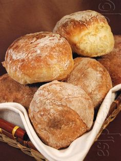 dinner bread rolls - dinner bread ` dinner bread recipes ` dinner bread recipes quick ` dinner bread ideas ` dinner bread rolls ` dinner bread recipes no yeast ` dinner bread loaf ` dinner bread recipes simple Quick Bread Recipes, Quick Dinner Recipes, Dutch Oven Bread, Dinner Bread, Easy Pizza Dough, Homemade Dinner Rolls, Football Food, Appetizer Recipes, Drink Recipes