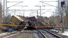 Suistuneita junanvaunuja Vammalan ratapihalla 6. huhtikuuta 2013. Kuva: Kalle Parkkinen / Lehtikuva