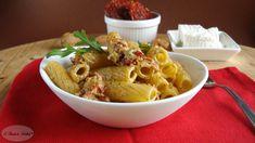 Come realizzare la pasta al pesto di ricotta e pomodori secchi. Un primo piatto ricco di sapore e gusto e semplice da realizzare.
