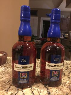 Evan Williams 23 yr old Awesome bourbon Whiskey Brands, Cigars And Whiskey, Scotch Whiskey, Bourbon Whiskey, Whiskey Bottle, Wine Drinks, Alcoholic Drinks, The Distillers, Spirit Drink