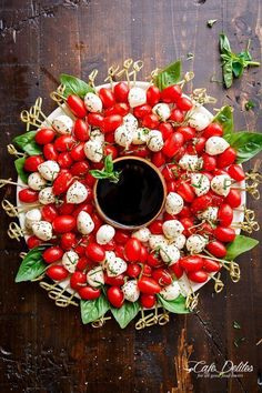 Caprese Salad Christmas Wreath is a festive and healthy appetiser for your Chris. Caprese Salad Christmas Wreath is a festive and healthy appetiser for your Christmas table! Only 5 Christmas Apps, Christmas Brunch, Christmas Cooking, Simple Christmas, Christmas Wreaths, Christmas Decorations, Christmas Party Menu, Christmas Lunch Ideas, Christmas Dinner Sides