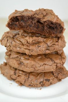 Our Recipe For Homemade Brownie Cookies Is Delightfully Decadent. Intensely Chocolatey, With a Signature Brownie Crunchy Top And A Moist Chewy Center! Delicious Cookie Recipes, Yummy Cookies, Sweet Recipes, Dessert Recipes, Greek Cookies, Biscuits, Biscuit Cookies, Cupcake Cookies, Cupcakes