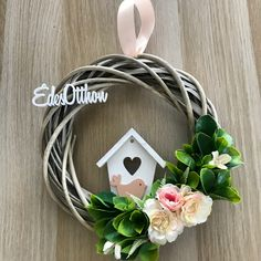 Easter Wreaths, Christmas Wreaths, Home Crafts, Diy And Crafts, Hanging Flower Wall, Craft Show Ideas, Summer Wreath, Spring Crafts, Easter Crafts