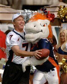Denver Broncos John Elway and the mascot! Broncos Gear, Denver Broncos Football, Go Broncos, Broncos Fans, Broncos Players, Football Stuff, Football Memes, Football Season, Bronco Sports