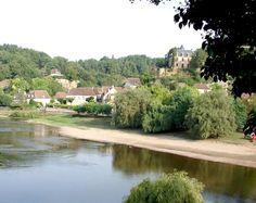 Limeuil (Photo Daniel Farinelle) : joli village d'Aquitaine implanté sur une butte au confluent de la Vézère et de la Dordogne.