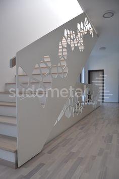 Balustrada executata dupa un model matematic, prin debitare pe laser, in fabrica proprie a companiei.