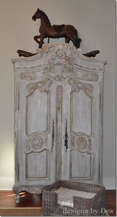 paint colors and tutorial for painting this armoire Redo Furniture, French Country Decorating, Painted Furniture, Chalk Paint, Painted Armoire, Furniture Inspiration, French Decor, Shabby Chic Furniture, Vintage Furniture