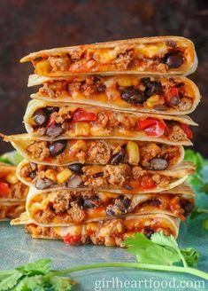 These ground turkey quesadillas are jam packed with cheese, turkey, black beans, corn and bell pepper. So easy to prepare and so delicious! Enjoy with your salsa, sour cream or guacamole for one satisfying meal! #turkeyquesadillas #groundturkeyquesadillas #turkeyquesadillasrecipe #groundturkeyrecipe #turkeyblackbeanquesadillas #easyquesadillarecipe Meals With Ground Turkey, Ground Turkey Stuffed Peppers, Healthy Ground Turkey, Ground Turkey Recipes, Mexican Food Recipes, Yummy Recipes, Healthy Recipes, Easy Healthy Dinners, Quick Meals