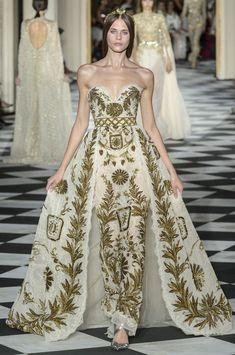 Zuhair Murad Fall-winter - Couture - Dress to Impress - Beautiful Gowns, Beautiful Outfits, Couture Dresses, Fashion Dresses, Runway Fashion, Fashion Show, High Fashion, Fashion Blogs, Gothic Fashion