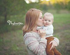 chapel hill baby organic portraits mom kissing baby boy - mom-and-baby-photo-poses-greensboro-nc-photographer-of-family