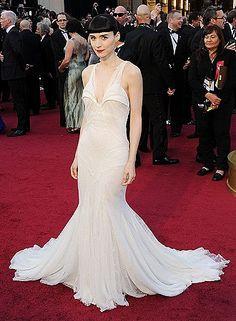 81526c4399f9 Лучших изображений доски «платья»  1943   Tony award, Beautiful ...