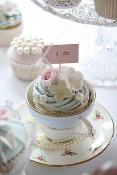 Cute cupcakes......I do. This is all about presentation and it is gorgeous!!! Kudos to the designer.