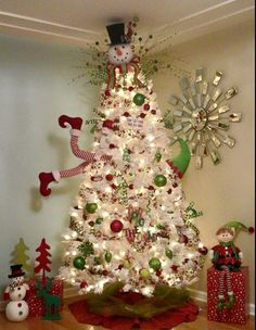 Don't want traditional Merry Christmas decorations? A pre lit white Christmas tree is just what you need. Try these white Christmas tree decorating ideas. Elf Christmas Tree, Creative Christmas Trees, White Christmas Trees, Beautiful Christmas Trees, Blue Christmas, Christmas Home, Christmas Recipes, Xmas Trees, Themed Christmas Trees