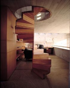 Spindeltreppe aus Holz-Treppen ohne Geländer-modern