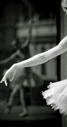 Ballet Art, Ballet Dancers, Dance Photos, Dance Pictures, Ballet Dance Photography, Ballet Images, Ballerina Dancing, Dance Movement, Tiny Dancer