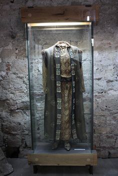 Medieval Noble Clothing at the small museum inside Baba Vida castle in Vidin, Bulgaria. Vida, Gamza and Kula Medieval Costume, Medieval Dress, Medieval Games, Medieval World, Medieval Fantasy, Medieval Fashion, Medieval Clothing, Historical Costume, Historical Clothing