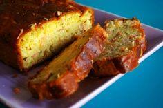 Recette cake au citron et au saumon par Geraldine : Qu'il soit chaud ou froid, ce cake est un vrai délice et en plus, il est très facile à faire..Ingrédients : saumon, olive, poivre, citron, farine