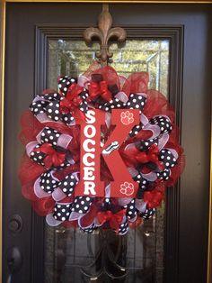 My door needs this Christmas Door Wreaths, Wreaths For Front Door, Holiday Wreaths, Holiday Fun, Christmas Decorations, Spring Wreaths, Snowman Wreath, Diy Wreath, Burlap Wreath