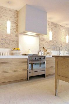 Charming kitchen with modern design supported by trendy lights. New Kitchen, Kitchen Decor, Kitchen Wood, Kitchen Ideas, Kitchen Modern, Kitchen Tips, Cuisines Design, Interior Design Kitchen, Home Remodeling