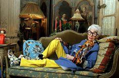 Iris Apfel: Iconoclasta De La Moda  Written on Oct 19, 2009 // Art & Fashion, History.  Bookmark and Share    iris-apfel-1    Iconoclasta de la moda.    Iris Apfel es toda una personalidad en la industria de la moda, en la textil, y diseño de interiores. A sus 88 años sigue siendo una influencia de la cultura visual por diseñadores, críticos de moda y publico en general.    iris-apfel-8    Ella es conocida mundialmente como Rare Bird of Fashion. Digamos que este apodo lo obtuvo por ser la…