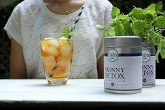 SKINNY HONEYDEW MELON ICE TEA Den Skinny Detox Good Night Tee, dem Abendtee der Skinny Detox Kur zubereiten und kalt werden lassen. In Würfel geschnittene und eingerorene Honigmelone hinzugeben. Mit bunten Strohhalmen, Melisse und Eiswürfeln servieren.