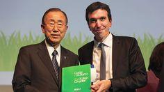 Ban Ki-Moon e Maurizio Martina con la Carta di Milano. Per saperne di più, clicca sulla foto! ***  Ban Ki-moon (UN Secretary-General) and Maurizio Martina (Minister of Agriculture, Food and Forestry Policies) with the Milan Charter (More info at expo.rai.it/eng/2015/04/28/the-milan-charter-the-complete-document/) #raiexpo #expo2015 #Raitv #BanKimoon #zerohunger #un #fao #wfd #wfd2015 #MaurizioMartina #cartadimilano