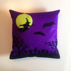 Coussin Walpurgis Nacht Nuit des Sorcières par Seasonfall sur Etsy #witches #wicca #witchcraft #walpurgisnacht #pillow #deco #felt #cushion #occult #spell #haunted