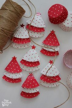Christmas Decoration at no Cost   Cupcake Wrap Christmas Tree with twine and stars   Via www.sweethings.net