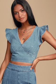 Wear the Veronica Medium Wash Denim Ruffled Crop Top and be the talk of the town! Denim crop top with ruffled tank sleeves and set in waist. Crop Top With Jeans, Denim Crop Top, Tie Front Crop Top, Crop Top Outfits, Retro Outfits, Denim Top Outfit, Dressy Outfits, Denim Pants, Work Outfits