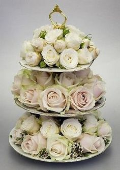 Ana Rosa = Lovely centerpiece or Little rose cakes for Wedding Cake